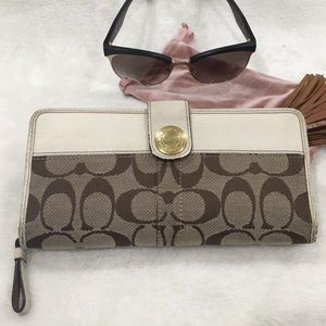 Preowned Coach Wallet in Good Condition